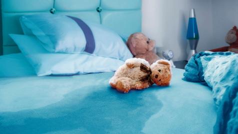 شب ادراری کودکان ممکن است نشانه آزار جنسی باشد