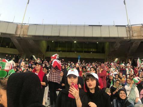 """دوقلوهای سریال """"پایتخت"""" در ورزشگاه آزادی/ عکس"""