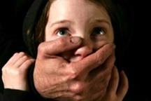 فاجعه کودک آزاری اینبار در سمنان  تلاش پلیس برای دستگیری ضارب سارینا