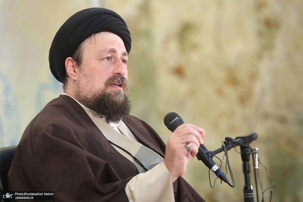 کنایه سید حسن خمینی به متحجرینی که دزدانه بر سر خوان انقلاب نشسته اند: افکار بسته هیچ دخالتی در پیدایش انقلاب نداشته اند