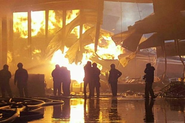 عملیات آتش نشانی در شهرک صنعتی البرز هنوز ادامه دارد