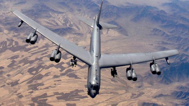 بمب افکن های ب52 آمریکا برای بمباران طالبان راهی افغانستان می شوند
