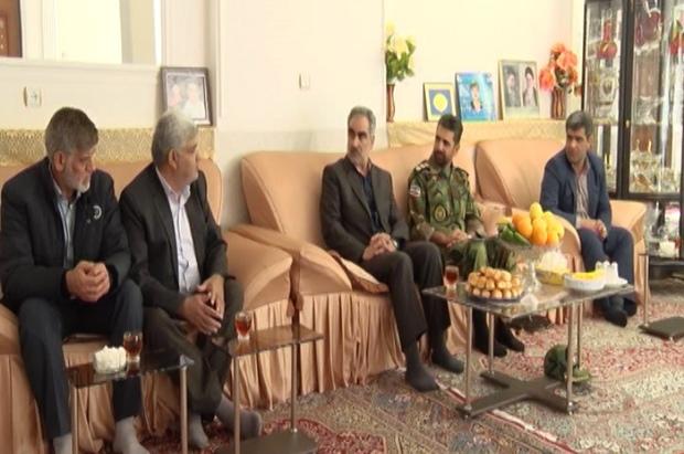 58 خانواده شهید ارتش در مهریز تجلیل شدند