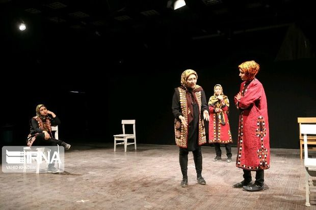 نخستین تئاتر بانوان ترکمن خراسان شمالی روی صحنه رفت