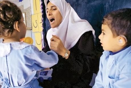 نخستین نشانه های کم شنوایی و ناشنوایی کودکان