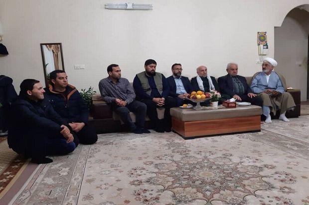 دیدار خبرنگاران آستارا با خانواده روحانی شهید
