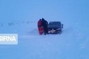 نجات معلمان گرفتار در برف گردنه فرسشالیگودرز