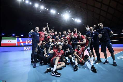 تصاویری از جشن تولد امیر غفور در اردوی تیم ملی والیبال