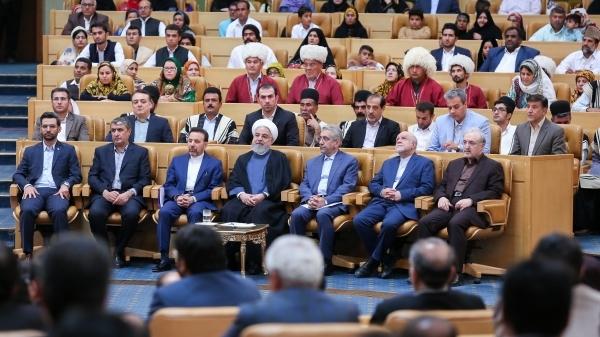 روحانی: اگر بدانیم با ملاقاتی منافع ملی تامین و کشور آبادتر می شود، دریغ نخواهیم کرد/ امروز درباره نتیجه سفر ظریف به فرانسه جلسه داریم/ هم باید از قدرت نظامی مان استفاده کنیم هم قدرت دیپلماسی/ آمار قابل توجه رئیس جمهور از خدمت رسانی به روستاها