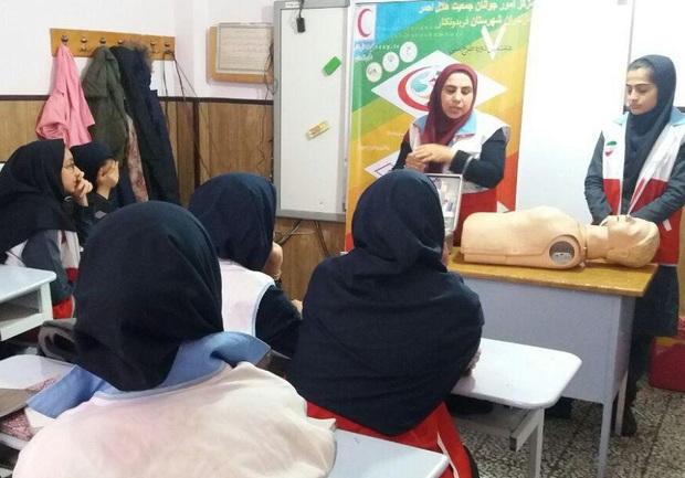 طرح هر خانواده یک امدادگر در مدارس شیروان اجرا شد
