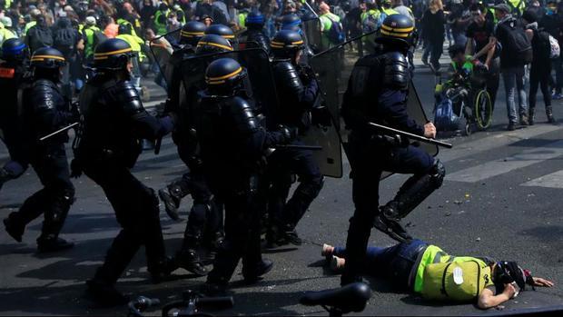 اولین تظاهرات جلیقه زردها پس از آتش سوزی کلیسای نوتردام در پاریس