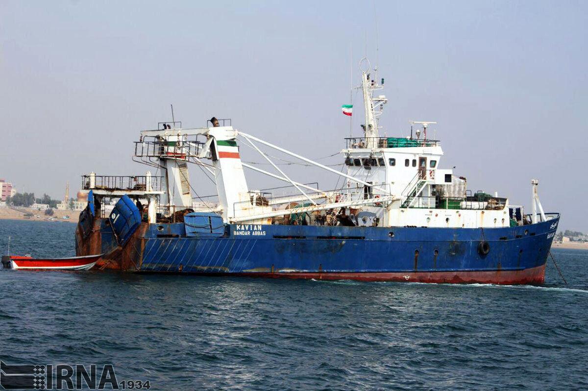 توقیف چهار فروند کشتی صید ترال در بندرعباس و دستگیری هشت تبعه بیگانه
