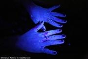 محلول جدیدی که میکروبهای دست را نشان میدهد + عکس