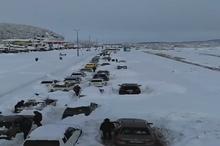 ویدیویی از گرفتار شدن مردم در برف رشت که در شبکههای اجتماعی بازنشر میشود