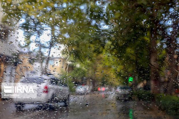 بارشهای پراکنده اردل و بروجن را فرا میگیرد