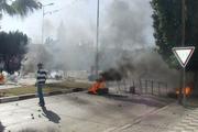 خودسوزی یک جوان و درگیری شدید معترضان با پلیس