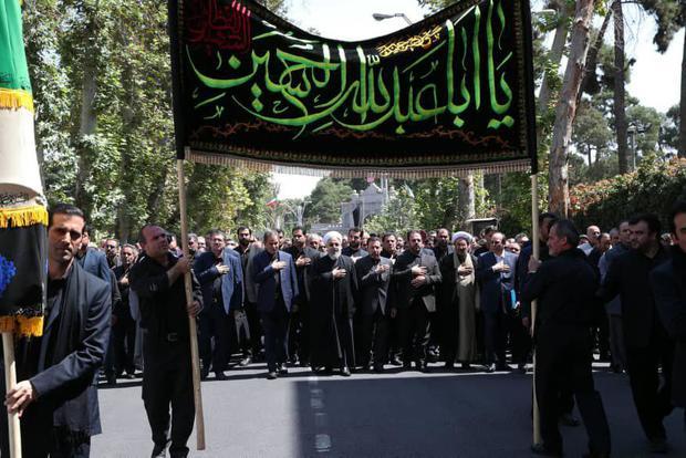 عکس/ رئیس جمهور در جمع عزاداران حضرت اباعبدالله الحسین(ع)