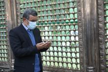 حضور محمود احمدی نژاد در حرم حضرت امام(س)