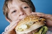 خوراکی هایی که کودکان هرگز نباید مصرف کنند