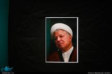 ببینید| حضور تاریخی آیت الله هاشمی در جمع زائران ایرانی در قبرستان بقیع