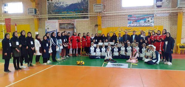 درخشش بانوان هشجین خلخال در مسابقات چهارجانبه والیبال