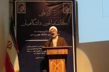 خودباوری مدل خطاناپذیری انقلاب اسلامی است