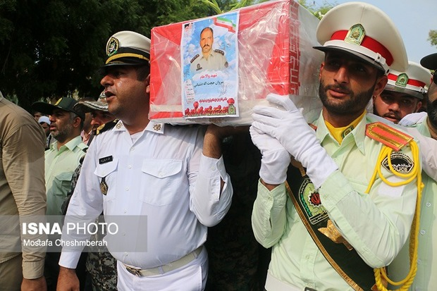 پیکر شهید دشتبانی در بندرعباس تشییع شد