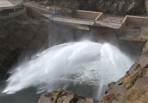 آغاز رهاسازی آب از سد شهید کاظمی بوکان به دریاچه ارومیه