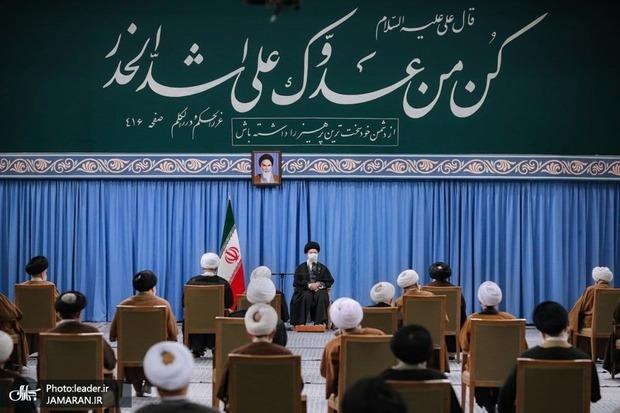 ترجمه حدیث نصب شده در حسینیه امام خمینی در دیدار امروز اعضای مجلس خبرگان با رهبر معظم انقلاب + عکس