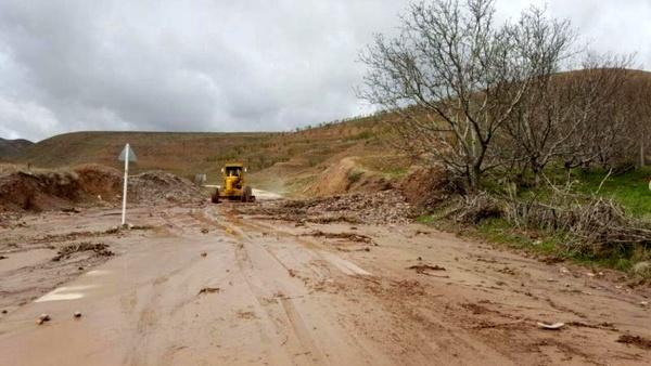 خسارت بارندگیها به بیش از 5720 میلیون ریال از حوزه راهداری تایباد
