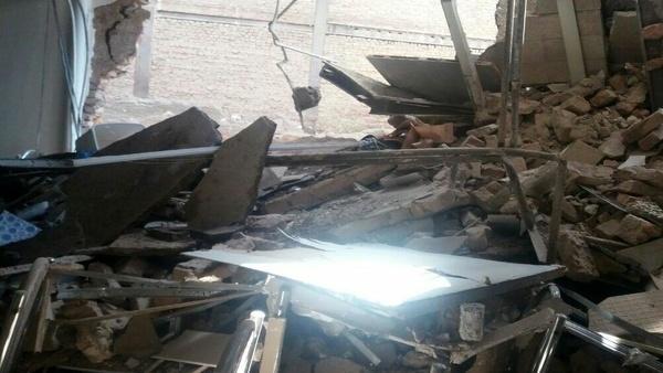 ریزش ساختمان سه طبقه در میدان توحید   نجات معجزه آسای زن سالخورده