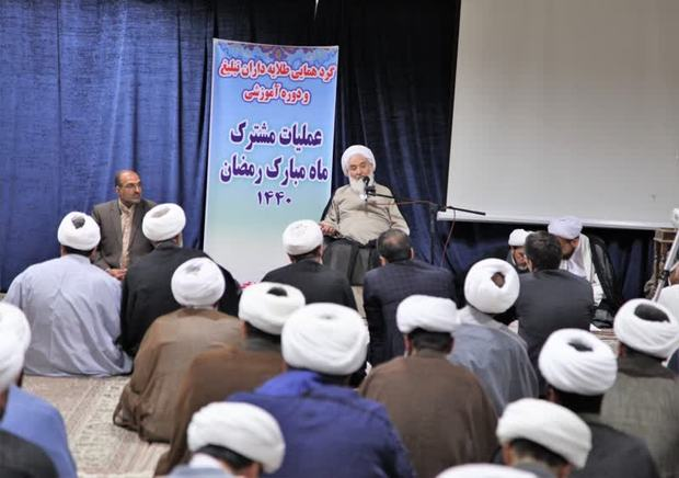 مبلغان باید سبک زندگی مردم را به سمت اسلامی هدایت کنند