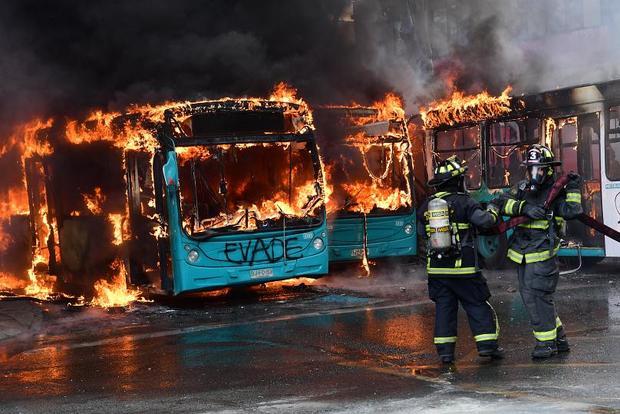 ادامه آشوب گسترده در شیلی بر سر گرانی بلیط+تصاویر