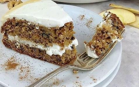 دستور پخت کیک خرما و گردو مناسب مبتلایان به میگرن