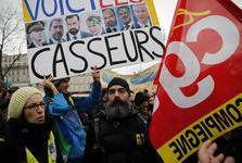 بازداشت ۱۵ جلیقه زرد در پاریس