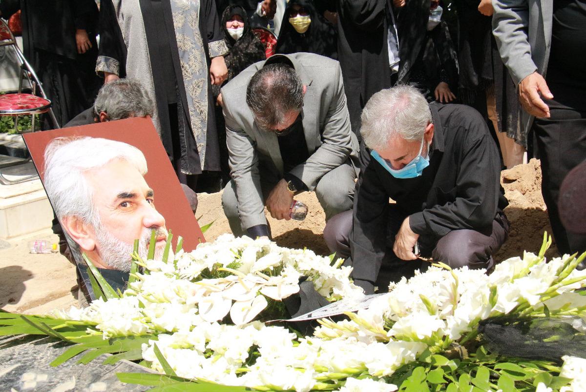 خاکسپاری عباس انصاریفرد در قطعه نام آوران با حضور اهالی فوتبال +عکس و ویدیو