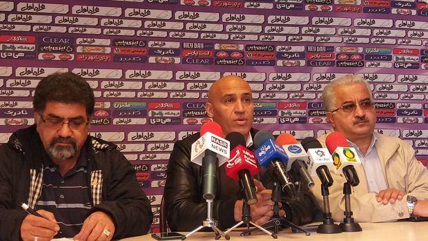 منصوریان: ۸ دقیقه از میانگین بازی مفید فوتبال دنیا عقب هستیم