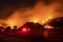 آتش سوزی جنگل ها در کالیفرنیا از کنترل خارج شد