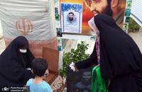 بر سر مزار شهید دینشعاری؛ کتاب«لبخندی به معبر آسمان» رونمایی شد + تصاویر