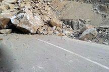 ریزش کوه راه ارتباطی 2 روستا در کوهرنگ و اردل را بست