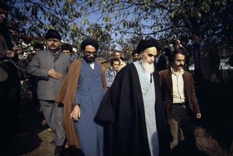 عندما إلتقى مبعوثو قصر الألیزة مع الامام الخمینی..ما کان رد سماحته؟