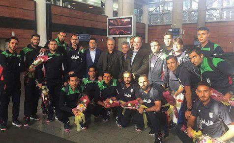 ملی پوشان فوتبال ساحلی به تهران بازگشتند+ عکس