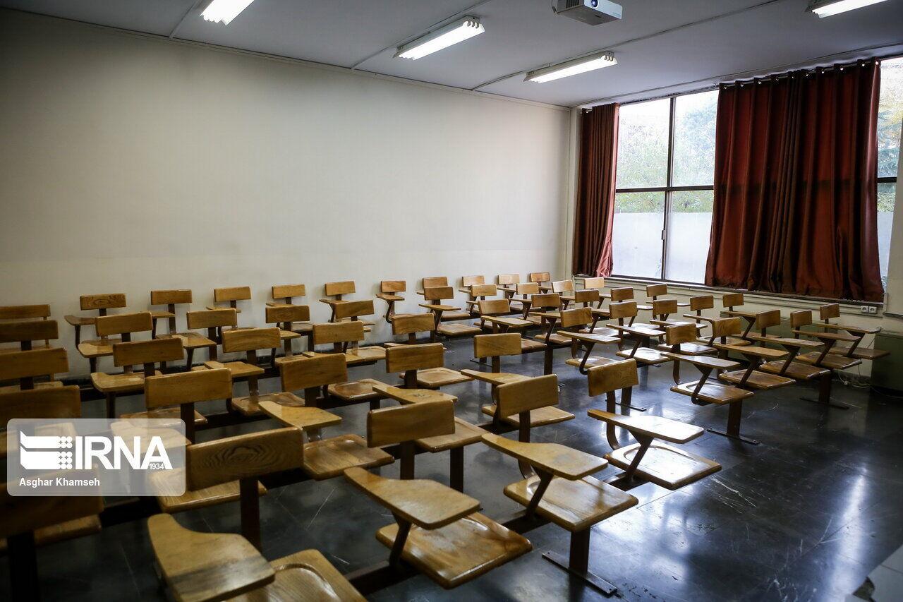 استاد دانشگاه شیروان: تعطیلی مدارس و دانشگاهها باید ادامه یابد