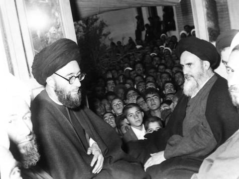 چرا منصور برای ادامه نخست وزیری اش از امام اجازه خواست؟