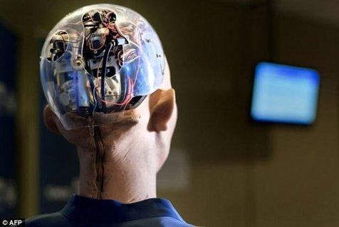 """ویدیو/ """"ای-دا""""، اولین روبات هنرمند جهان"""