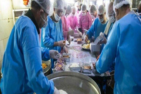 توزیع ۱۰۰۰ پرس غذای متبرک در روستاها و شهرستانهای خراسان رضوی