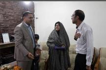 ادای احترام مدیر مخابرات منطقه خوزستان به خانواده های معزز شهدای مخابراتی