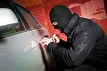 سارق حرفه ای تجهیزات داخل خودرو در سلماس به دام قانون افتاد