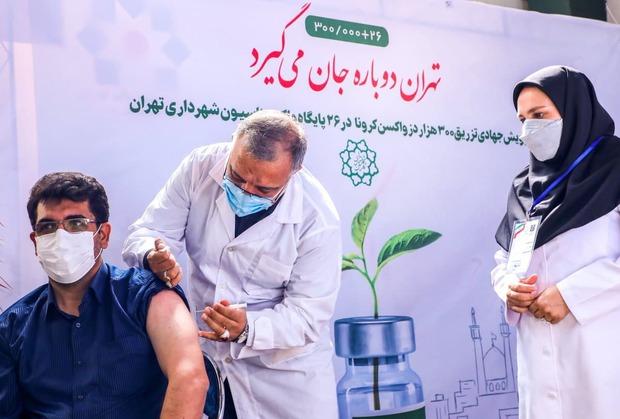 شهردار تهران، متصدی تزریق واکسن کرونا شد