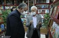 حضور مسجد جامعی در کتابفروشی حافظ و اهدای گل به همسایگان آن (4)
